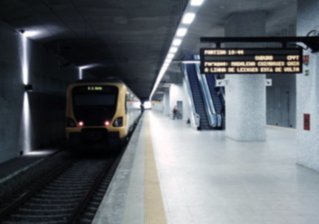 640px-Espinho_train_station_platform